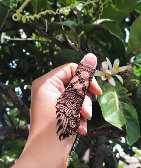 simple-mehndi-design-for-girl-fingers