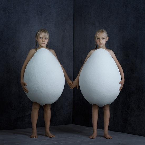 "foto por Kristina Varaksina, ""You are my Twin"", serie 