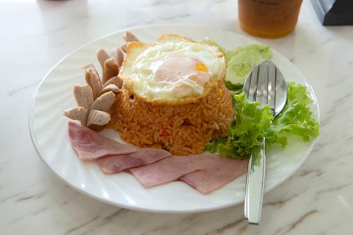 Nasi goreng dengan telur