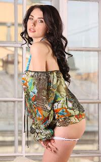 Naked brunnette - Sexy Naked Girl Niemira - 2