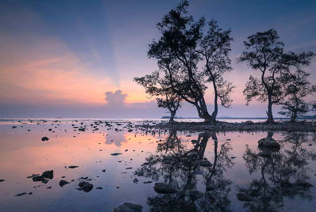 keindahan sunset di pantai sebalang