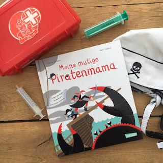 """""""Meine mutige Piratenmama"""" von Karine Surugue, Illustrationen: Rémi Saillard, Verlag: Carlsen, Buchvorstellung auf Kinderbuchblog Familienbuecherei"""