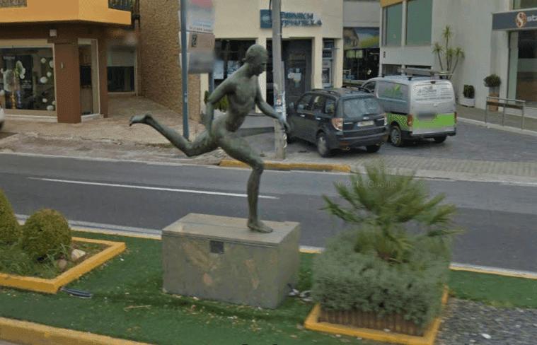Monumento ao Corredor Anônimo na Maratona de Atenas