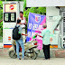 বর্ধমানে সরকারি নির্দেশকে বুড়ো আঙ্গুল দেখিয়ে হেলমেট ছাড়াই দেওয়া হচ্ছে তেল