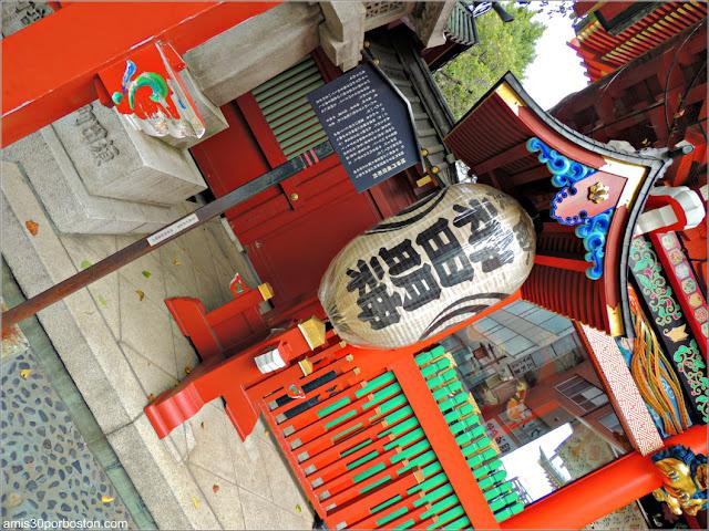 Linterna de la Puerta del Santuario Kanda Myojin en Tokio