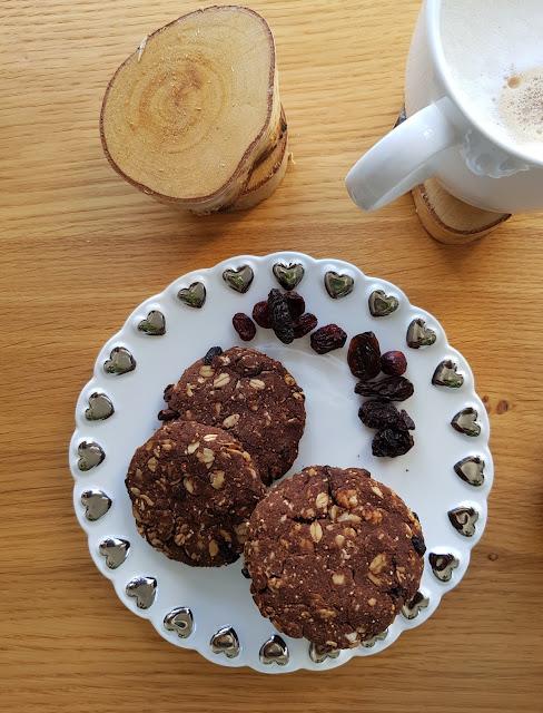 Bezglutenowe owsiane ciasteczka kakaowe z goji
