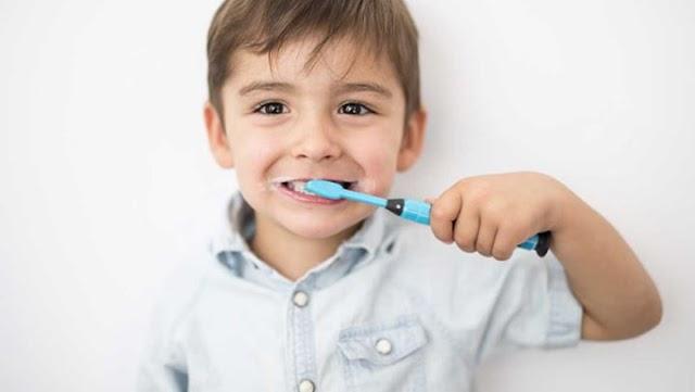 Tips για να βουρτσίζει σωστά το παιδί σας τα δόντια του