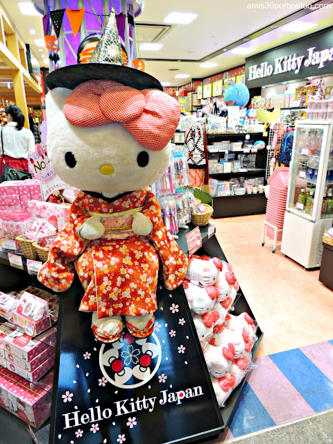Hello Kitty con el Traje Tradicional de Japón