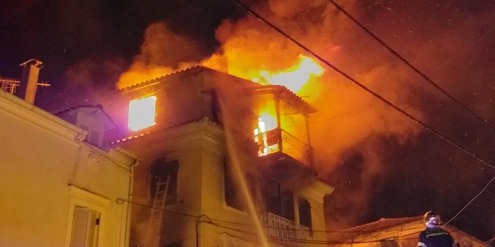 Άρτα:Οικία παραδόθηκε στις φλόγες