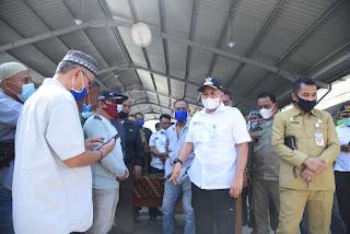 Bupati Zahir Himbau Pedagang Ikan Dijalan Agar Berjualan Di Pasar