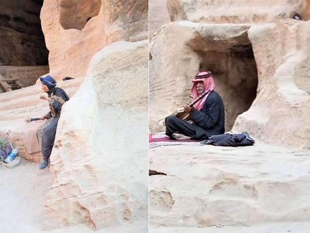 alcuni beduini a piccola petra