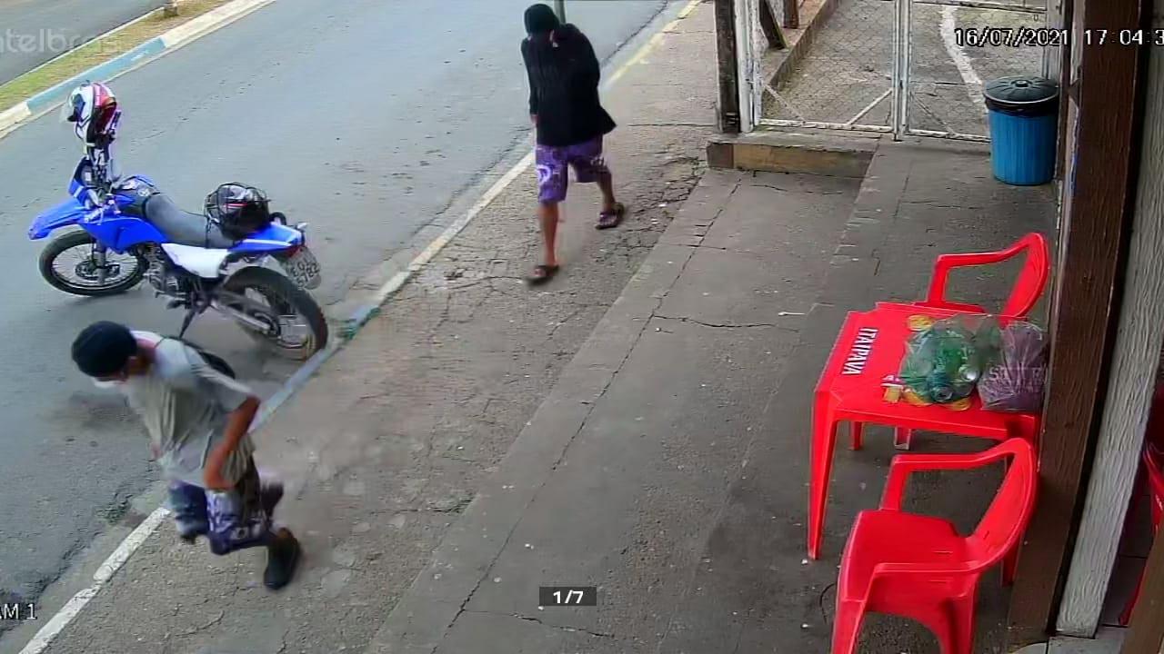Dupla assalta dois estabelecimento em Conchas e são capturados em casa pela Polícia