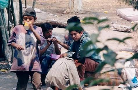 أطفال لم يجدوا غير الشوارع مأوى لهم