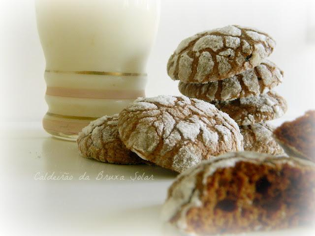 Biscoitos craquelados de chocolate e café