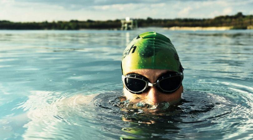 Mimpi berenang menurut psikolog