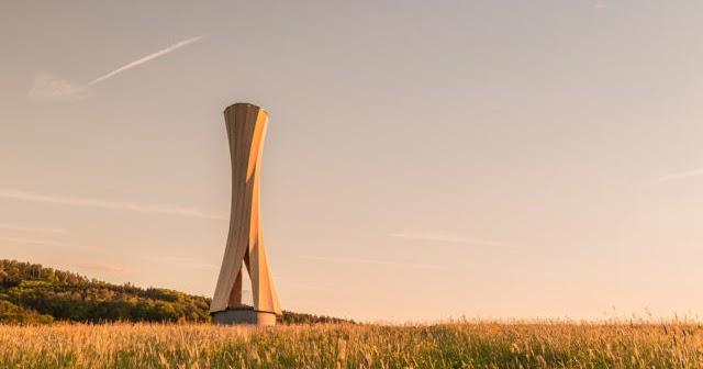 Torre feita com novo processo de madeira auto-moldada