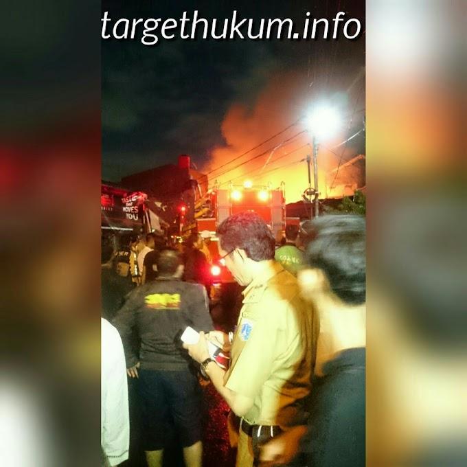 Api Melalap Rumah Warga Duren Sawit di RT 10