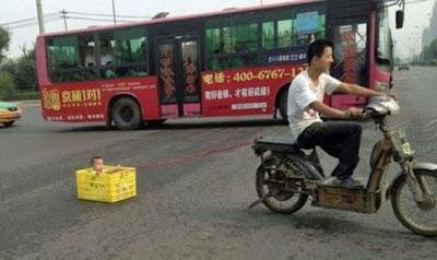 Remorque pour enfant à attacher derrière un vélo ou une mob !