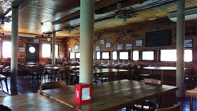 Salón interior del restaurante La Patacha