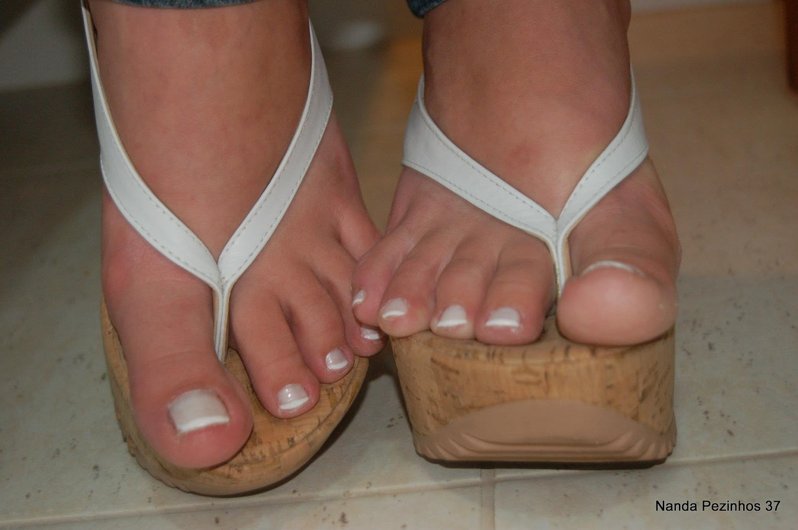 Pezinhos de peep toe nude alto de plataforma e meia calca - 2 part 1
