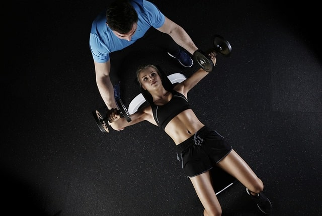 pros cons home personal trainer vs gym