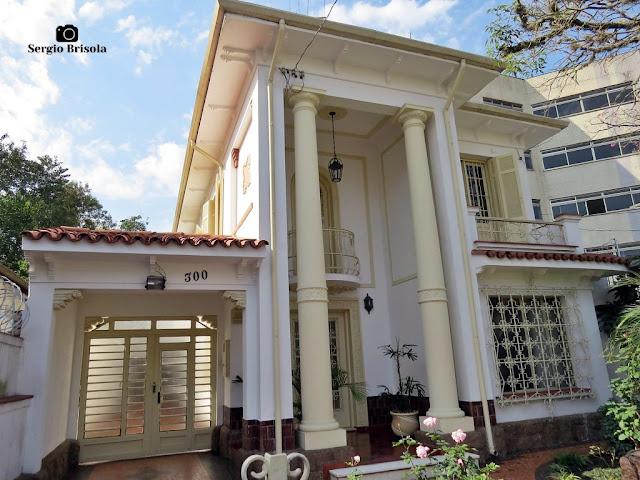 Vista ampla de uma Casa antiga na Rua Capitão Cavalcanti 300 - Vila Mariana - São Paulo