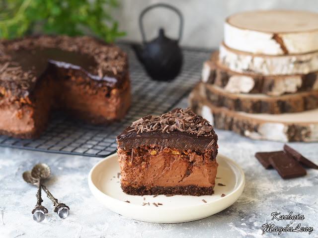Śliwka w czekoladzie z chrupką - sernik na zimno