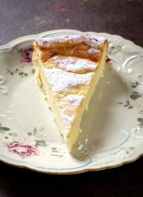 Neapolitanischer Ricotta-Grieß-Kuchen mit Puderzucker