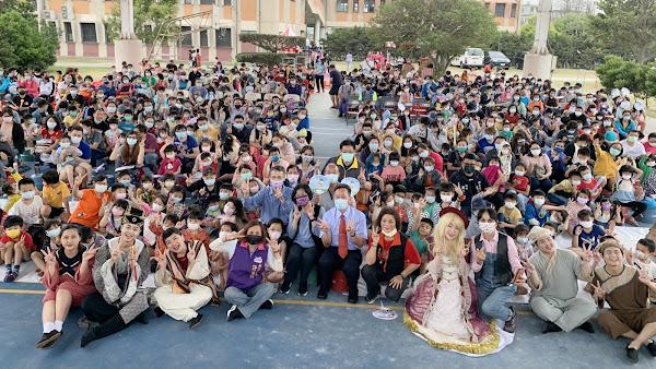 彰化兒童劇鄉鎮巡演 鞋子兒童實驗劇團在大城國中演出