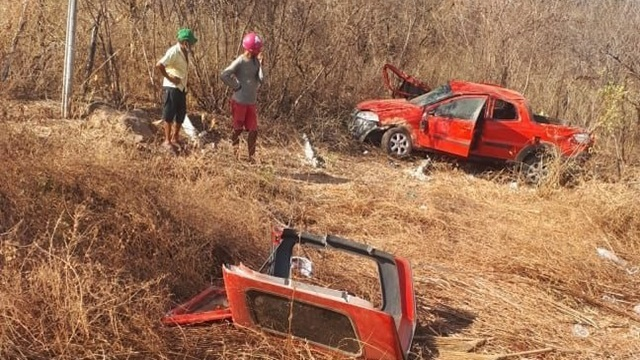 Duas pessoas ficam feridas em grave acidente na BR-361, em Santa Terezinha