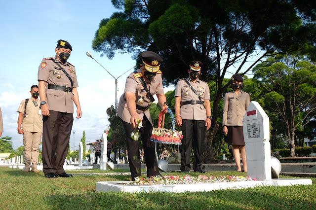 Sambut Hari Bhayangkara ke-75, Kapolda Pimpin Ziarah dan Tabur Bunga di TMP