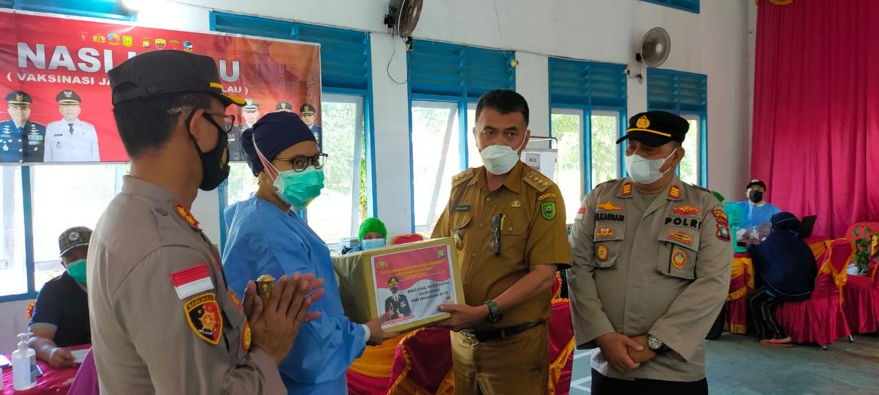 Bupati Natuna Tinjau Vaksinasi Massal di Aula Pertemuan Kecamatan Bunguran Barat
