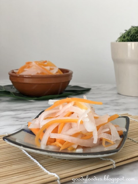 Vietnamese pickled carrot and daikon recipe