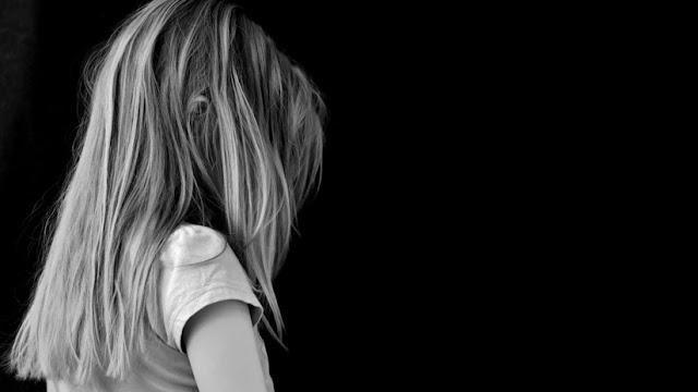 Un juez de EE.UU. propone a una víctima de violación 150.000 dólares a cambio de reducir la condena de su agresor