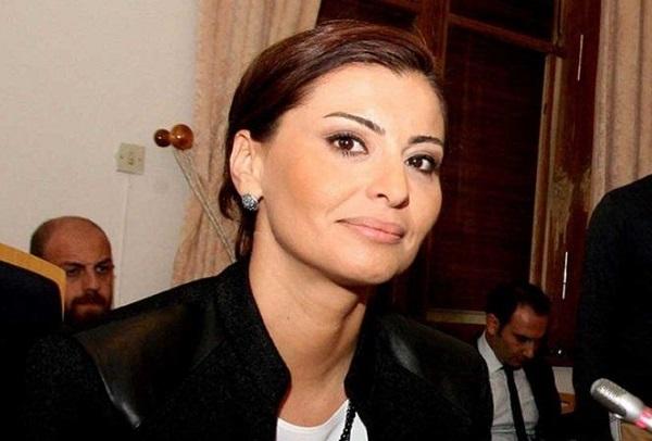 CNN Türk spikeri, Gazeteci Hande Fırat kimdir? aslen nerelidir? kaç yaşında? evli mi? eşi kim? biyografisi ve hayatı hakkında kısa bilgi.