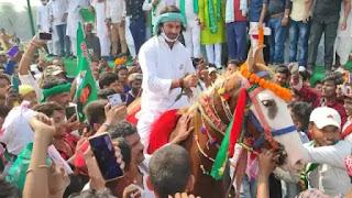 Bihar Election: पहले खेत जोता, फिर चारा काटा, क्रिकेट भी खेला, अब तेजप्रताप ने की घुड़सवारी