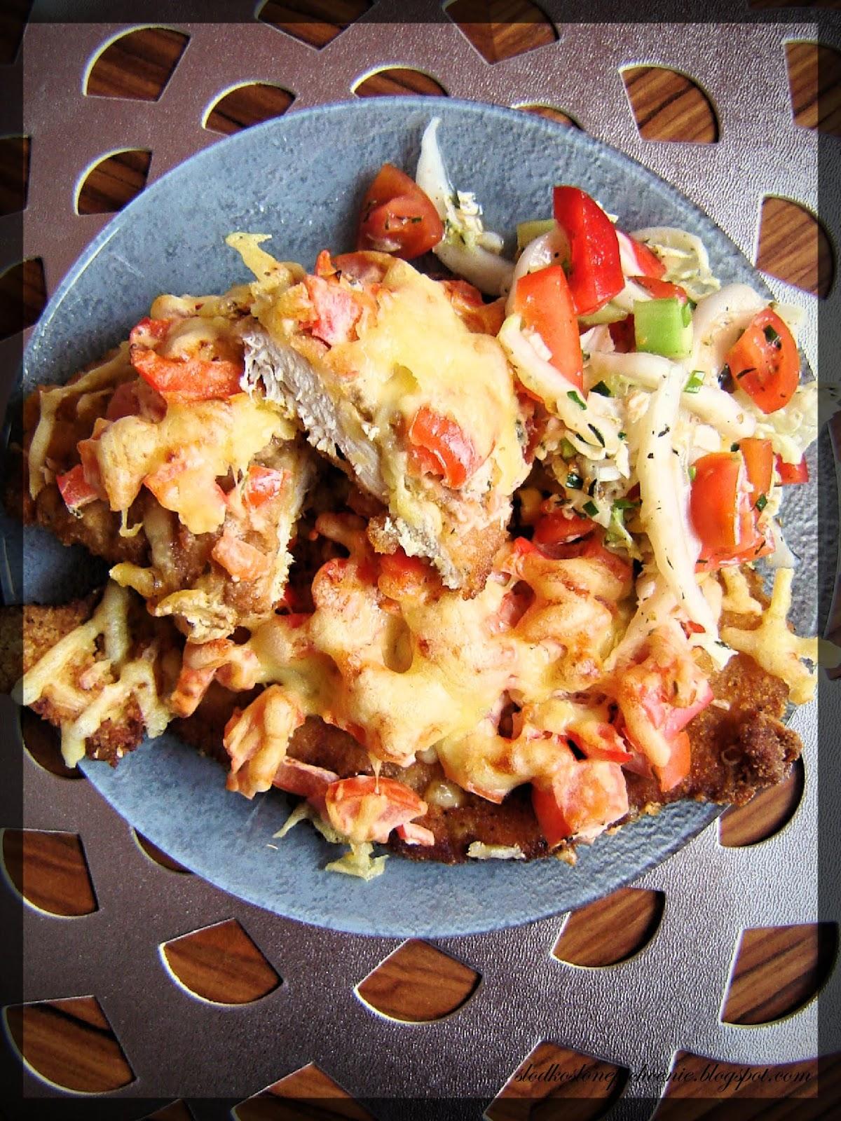 Kotlety drobiowe pod paprykowo-pomidorową pierzynką