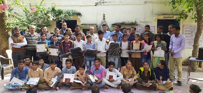 सोच बदलो गाँव बदलो टीम का उमरेह सर्किल में हुआ पुरस्कार वितरण कार्यक्रम आयोजित