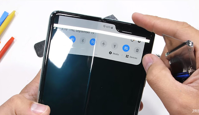 Test the strength of Samsung Galaxy Fold by the destruction JerryRigEverything