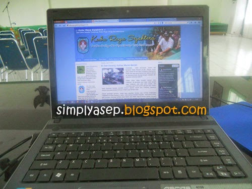 Focus on writing the article first, the name is also a blogger. Only then blogwalking. Photo of Asep Haryono