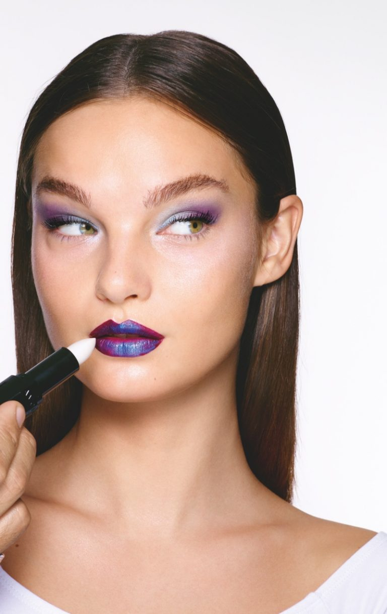 Go Galactic Makeup Look from Avon Winter 2018 Campaign