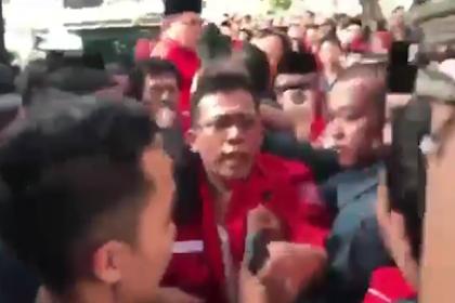 Unggah Video Bentrok PDIP dan Perindo di Depan KPU, Suryo Prabowo: Calon Wakil Rakyat yang Brutal, Mereka Mewakili Siapa Sebenarnya?