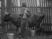 "Кадр из фильма Чарли Чаплина ""Бродяга"" / The Tramp (1915) - 8"