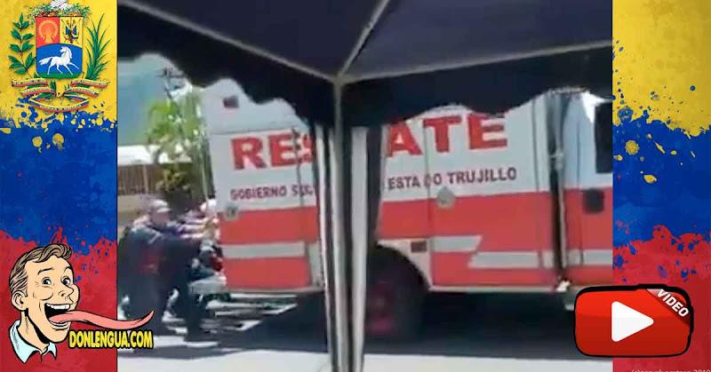Detenido por grabar el video de unos bomberos empujando el camión por falta de gasolina
