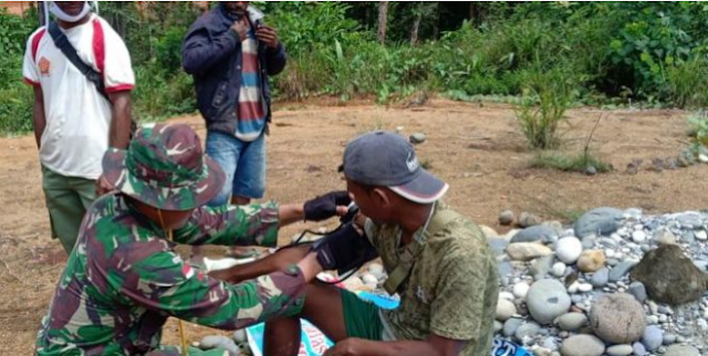 Satgas Yonif Mekanis 516/CY Lakukan Pengobatan di Waropko