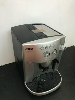 Máy pha cà phê Delonghi Esam 4200.S bên trái