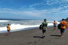 Naas, Satu Keluarga Terseret Air laut Saat Liburan di Pantai Goa Cemara, 2 Orang Dinyatakan Meninggal Dunia dan 5 Orang Lainya masih Dalam Pencarian