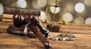 القبض علي 5 متهمين وتحويلهم للمحاكمة بتهمة الإستيلاء علي معاشات المواطنين