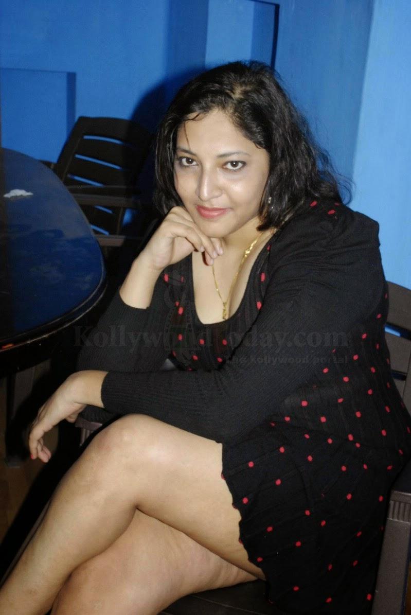 Tharuna Skuespillerinde New Photoshoot Gallery - Bolly Skuespillerinde-8280