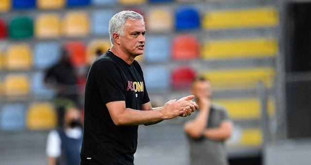 طرد مورينيو وفريقه روما يكمل مباراته الودية ضد ريال بيتيس ب8 لاعبين